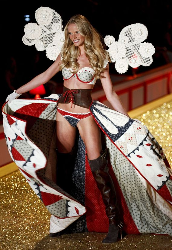 Victoria secrets fashion show pics 25